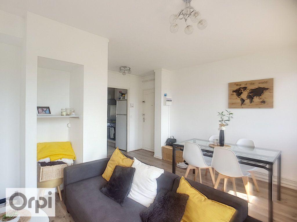 Appartement à louer 3 58.41m2 à Domérat vignette-1