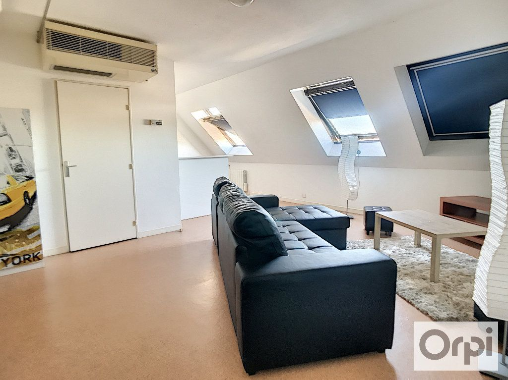 Appartement à louer 1 35m2 à Montluçon vignette-2