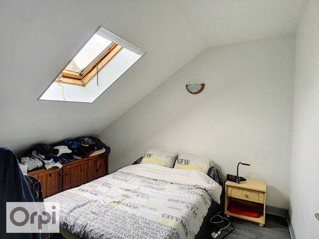 Appartement à louer 2 32m2 à Montluçon vignette-2