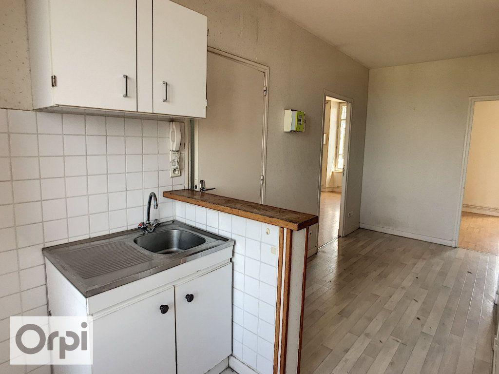 Appartement à louer 2 45m2 à Montluçon vignette-1