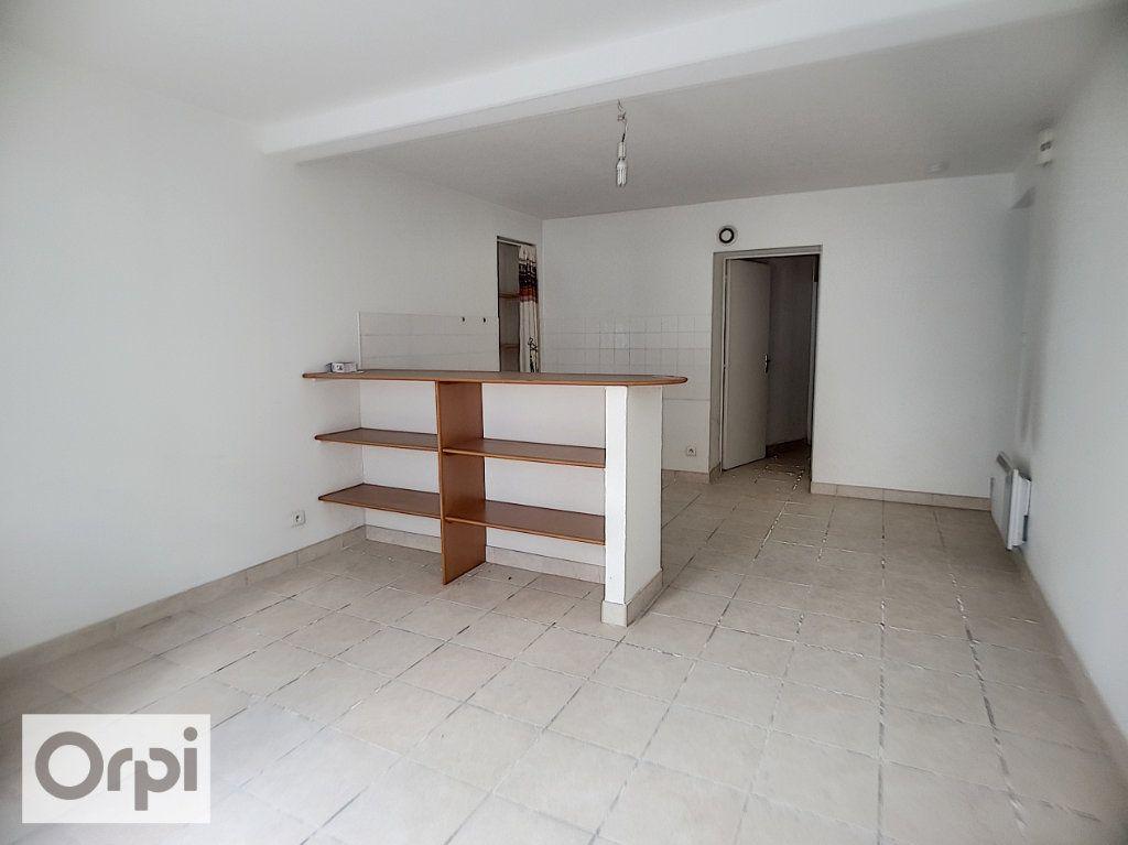 Appartement à louer 1 39.11m2 à Montluçon vignette-2