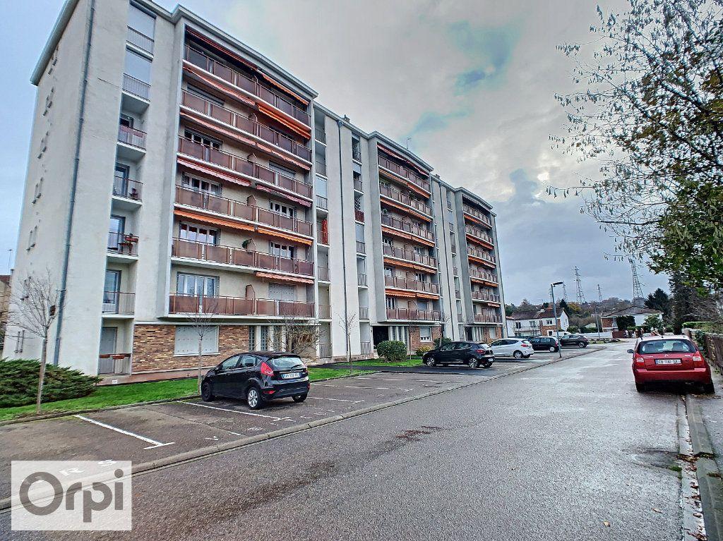 Appartement à louer 3 64.33m2 à Montluçon vignette-1