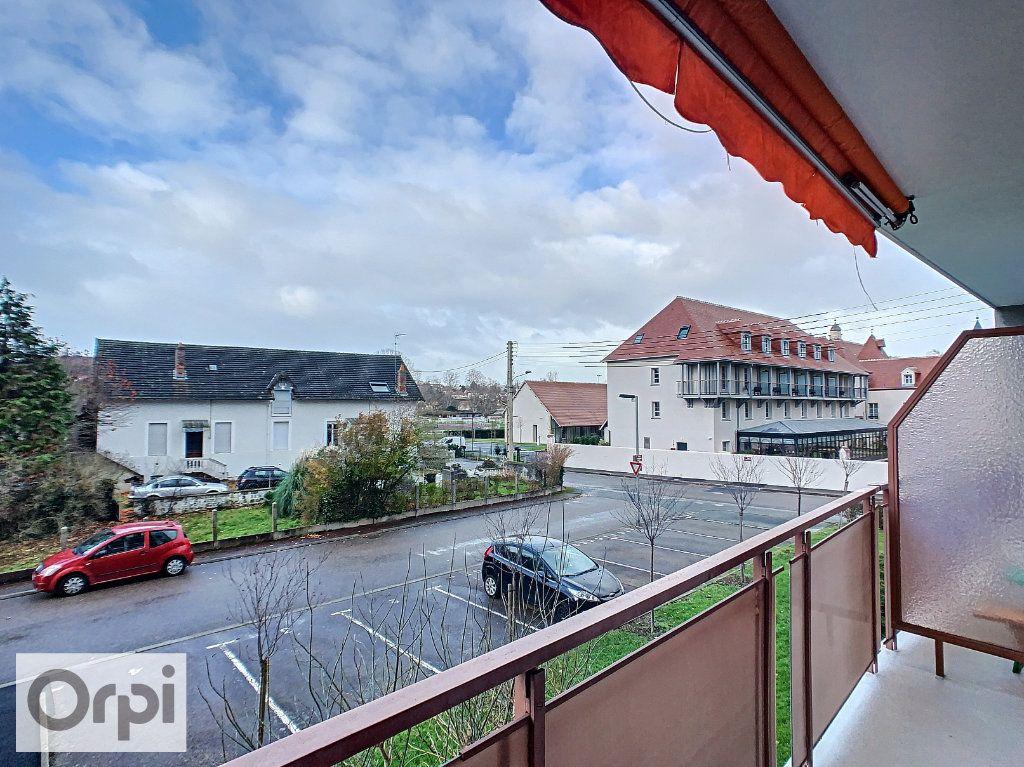 Appartement à louer 3 64.33m2 à Montluçon vignette-2