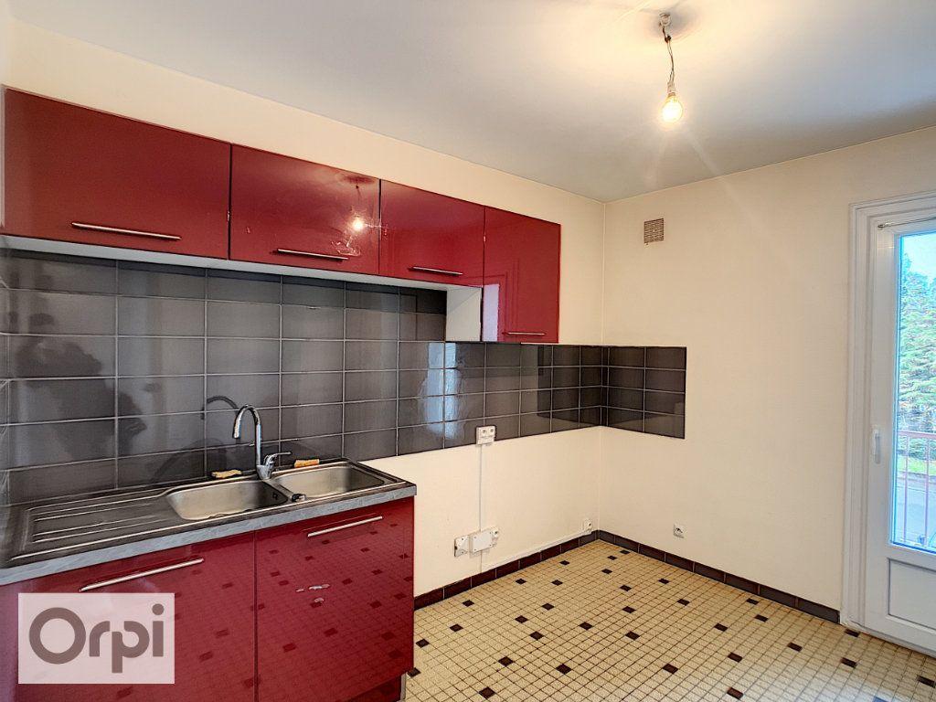 Appartement à louer 3 64.33m2 à Montluçon vignette-3