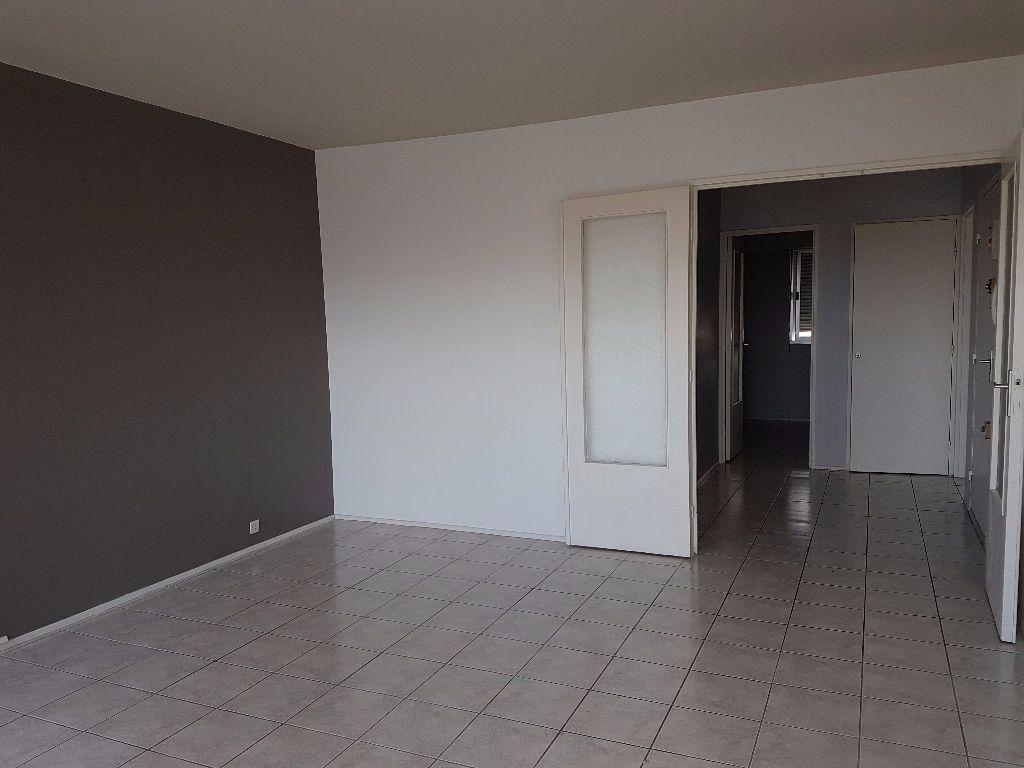 Appartement à louer 4 89.68m2 à Montluçon vignette-1