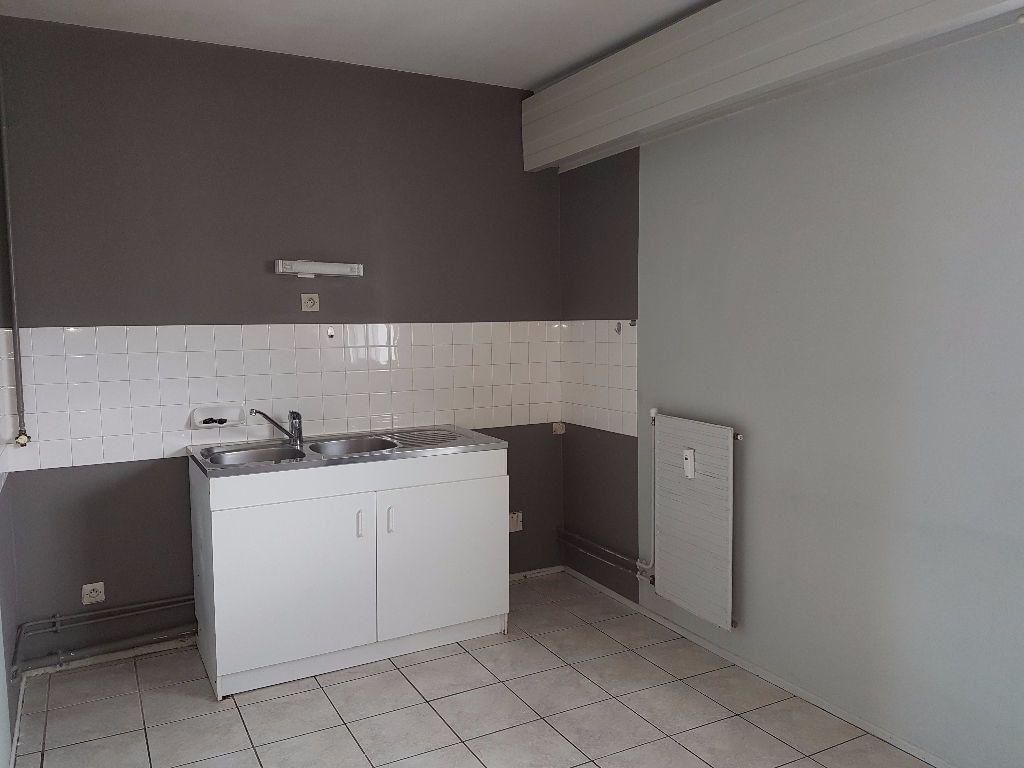 Appartement à louer 4 89.68m2 à Montluçon vignette-2