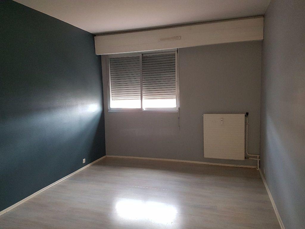 Appartement à louer 4 89.68m2 à Montluçon vignette-3
