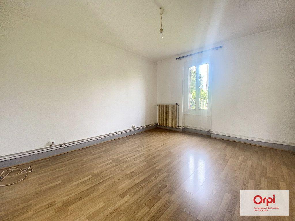 Appartement à louer 3 57.8m2 à Montluçon vignette-1