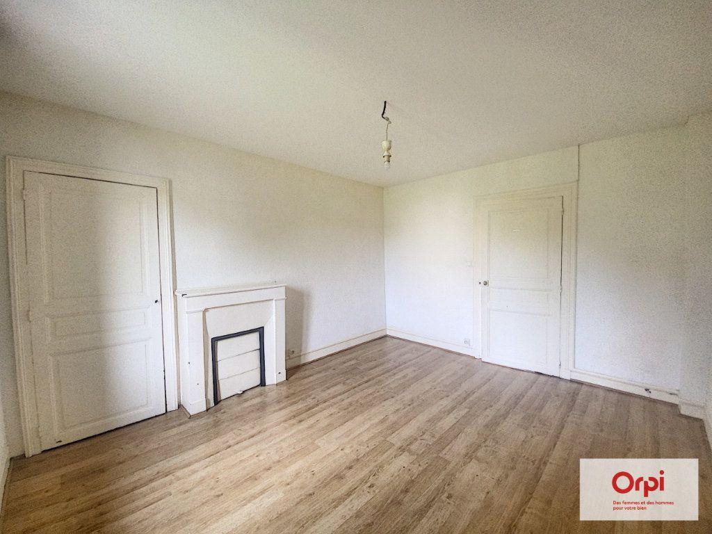 Appartement à louer 3 57.8m2 à Montluçon vignette-2