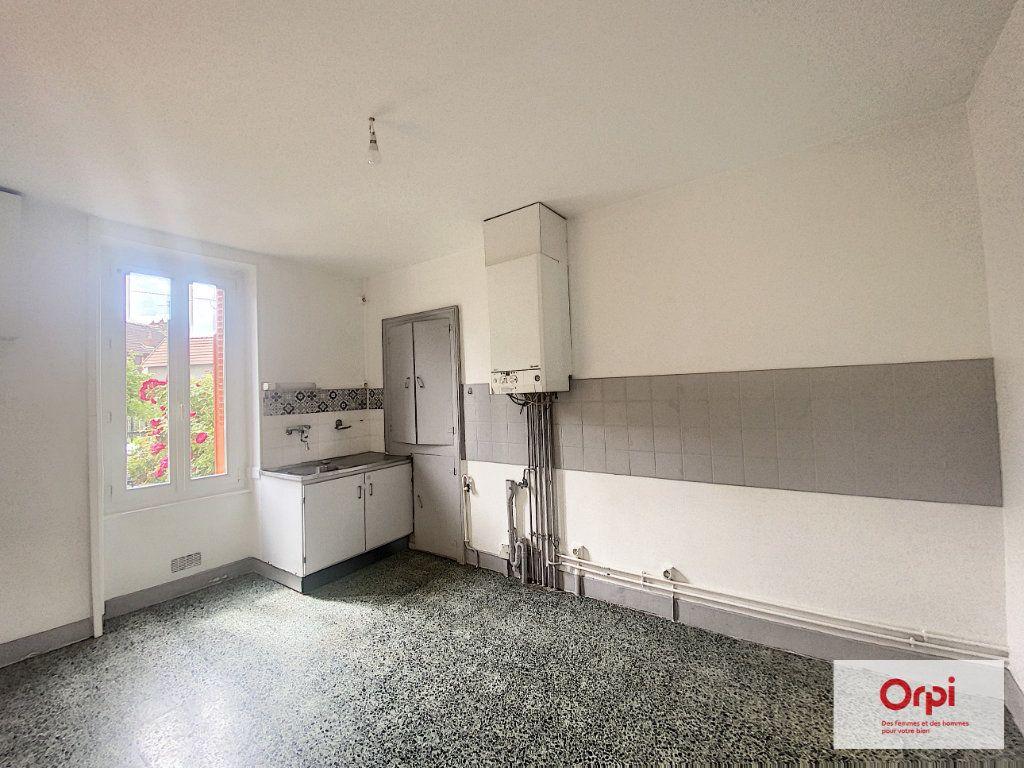 Appartement à louer 3 57.8m2 à Montluçon vignette-3