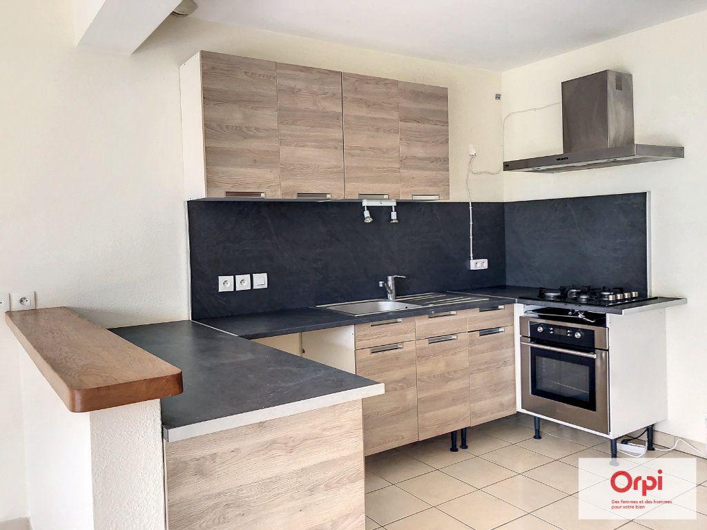 Maison à louer 4 105.75m2 à Néris-les-Bains vignette-3