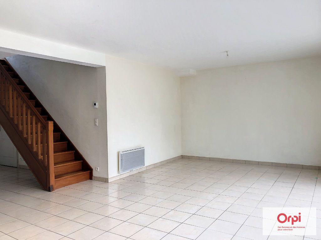 Maison à louer 4 105.75m2 à Néris-les-Bains vignette-4
