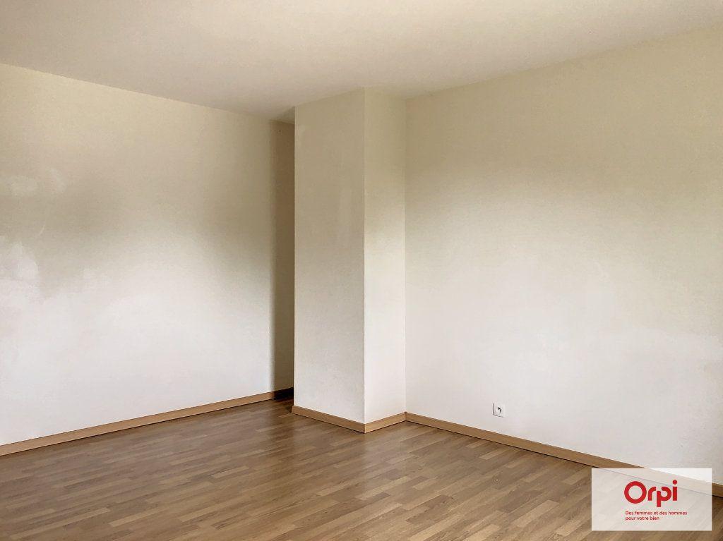 Maison à louer 4 105.75m2 à Néris-les-Bains vignette-8