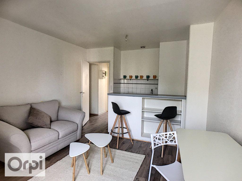 Appartement à louer 2 34m2 à Montluçon vignette-1