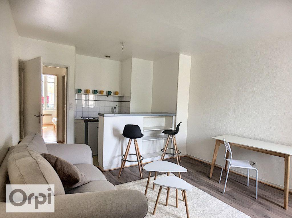 Appartement à louer 2 34m2 à Montluçon vignette-2
