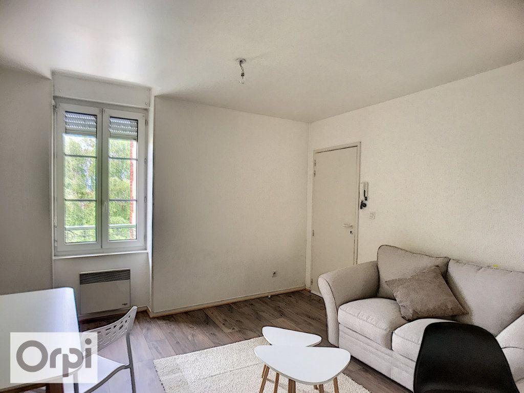 Appartement à louer 2 34m2 à Montluçon vignette-3