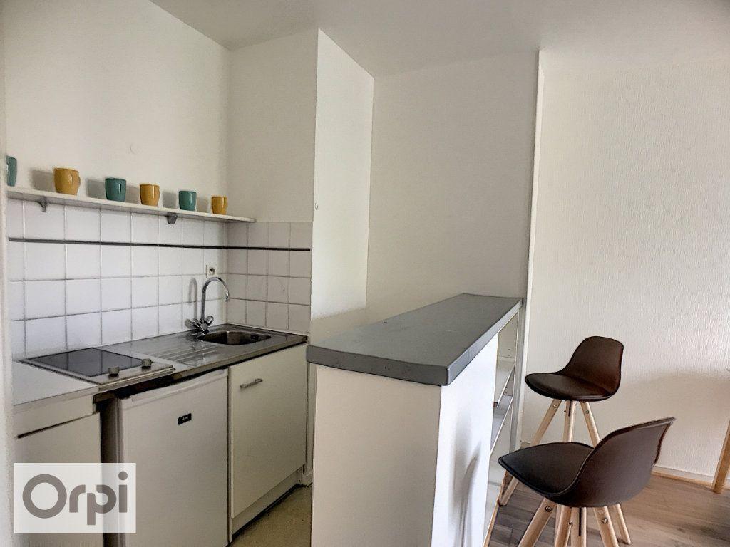 Appartement à louer 2 34m2 à Montluçon vignette-4