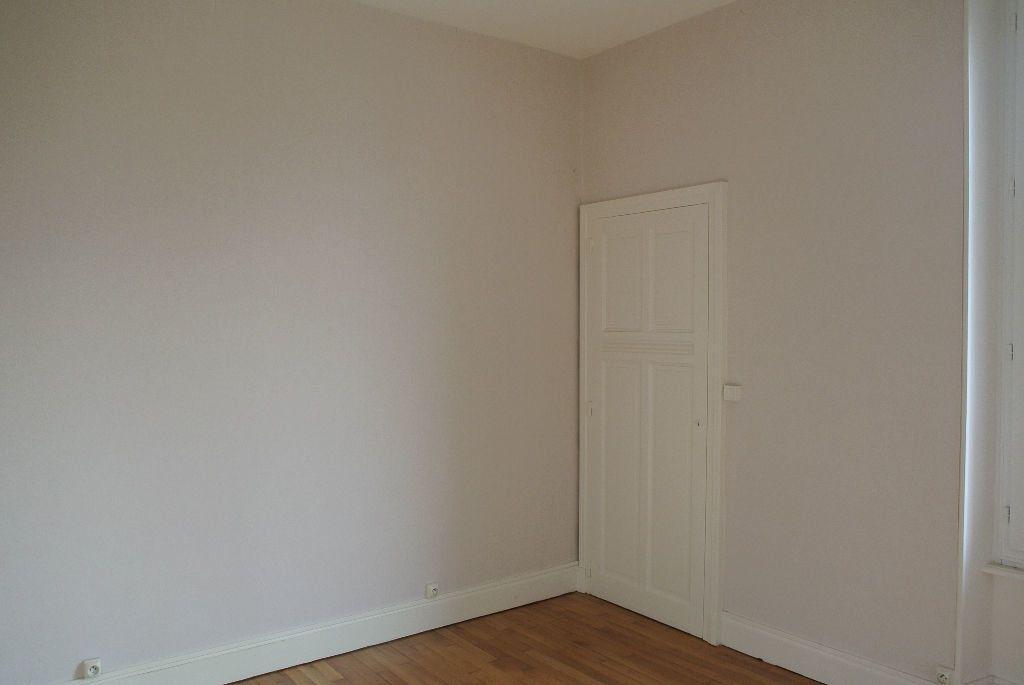 Appartement à louer 3 61m2 à Montluçon vignette-4