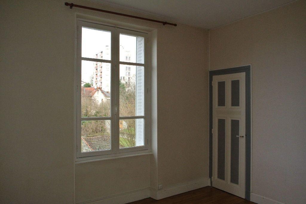 Appartement à louer 3 61m2 à Montluçon vignette-5