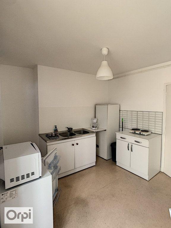 Appartement à louer 1 28.68m2 à Montluçon vignette-1