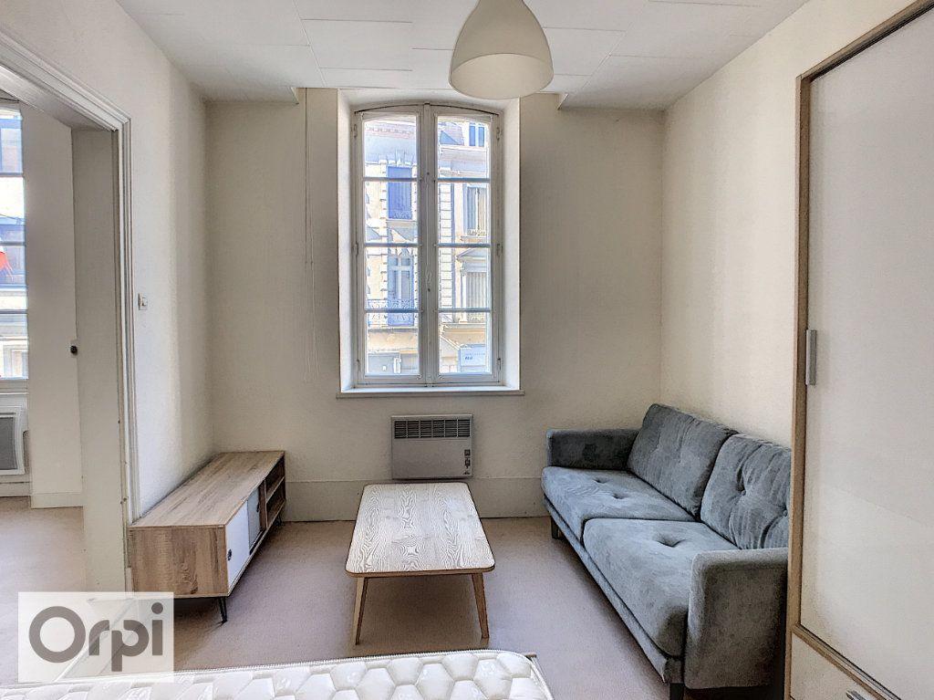 Appartement à louer 1 29.5m2 à Montluçon vignette-1