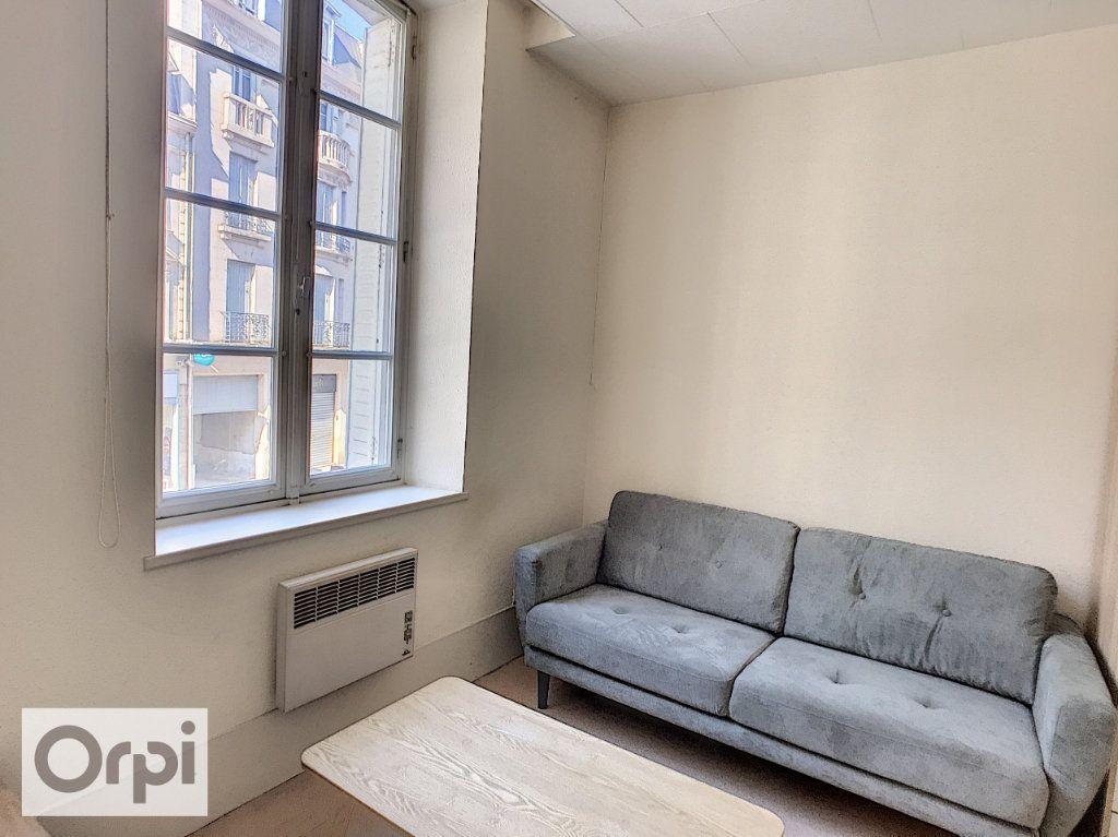 Appartement à louer 1 29.5m2 à Montluçon vignette-2