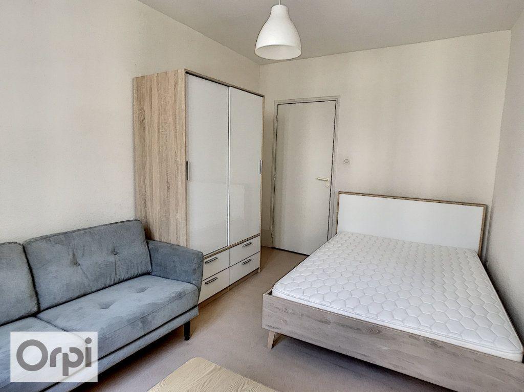 Appartement à louer 1 29.5m2 à Montluçon vignette-4