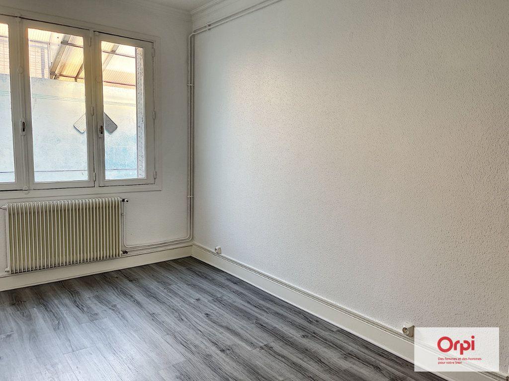 Appartement à louer 3 75m2 à Commentry vignette-6