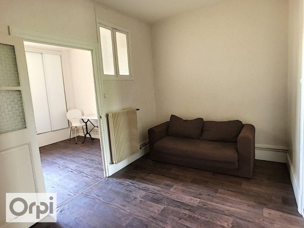 Appartement à louer 2 32m2 à Montluçon vignette-3
