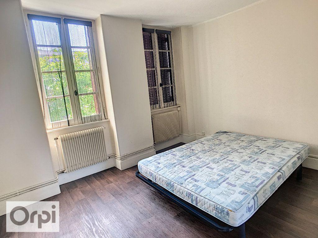 Appartement à louer 2 32m2 à Montluçon vignette-4