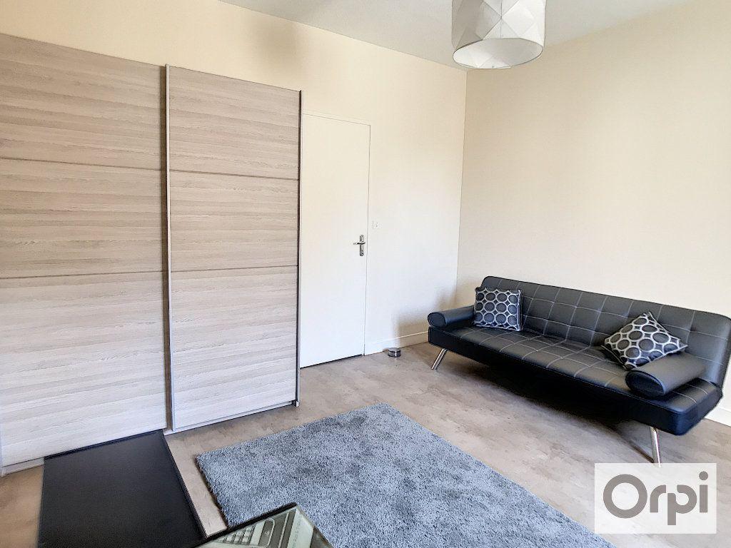 Appartement à louer 1 29.4m2 à Montluçon vignette-4