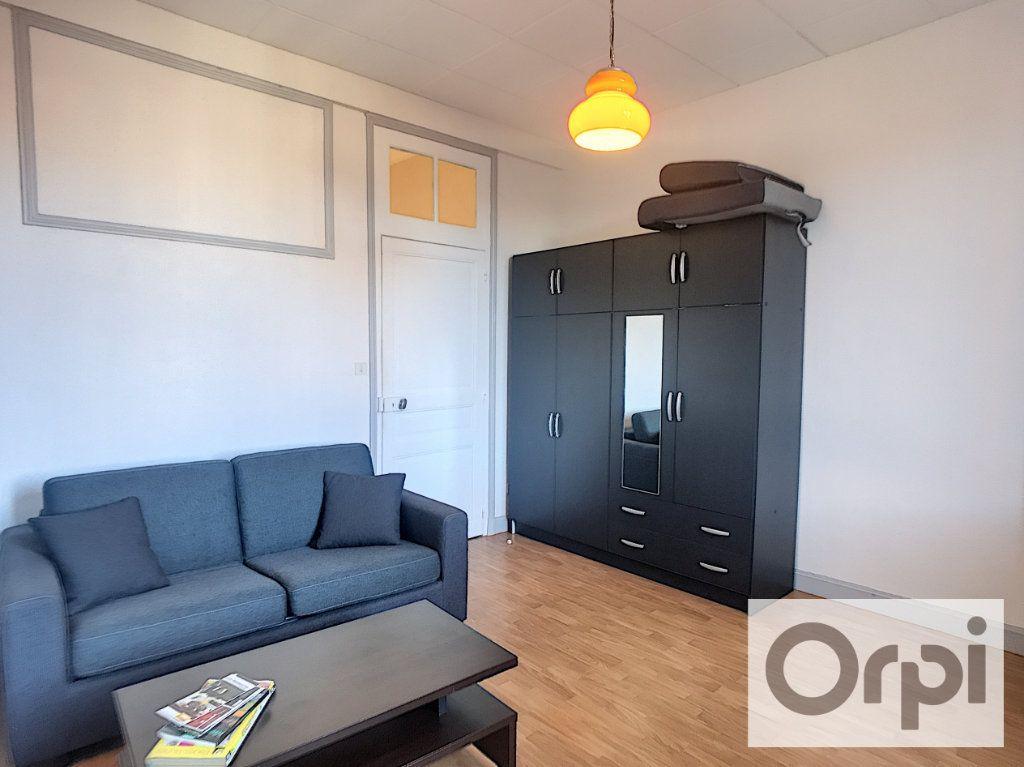 Appartement à louer 1 28.82m2 à Montluçon vignette-1