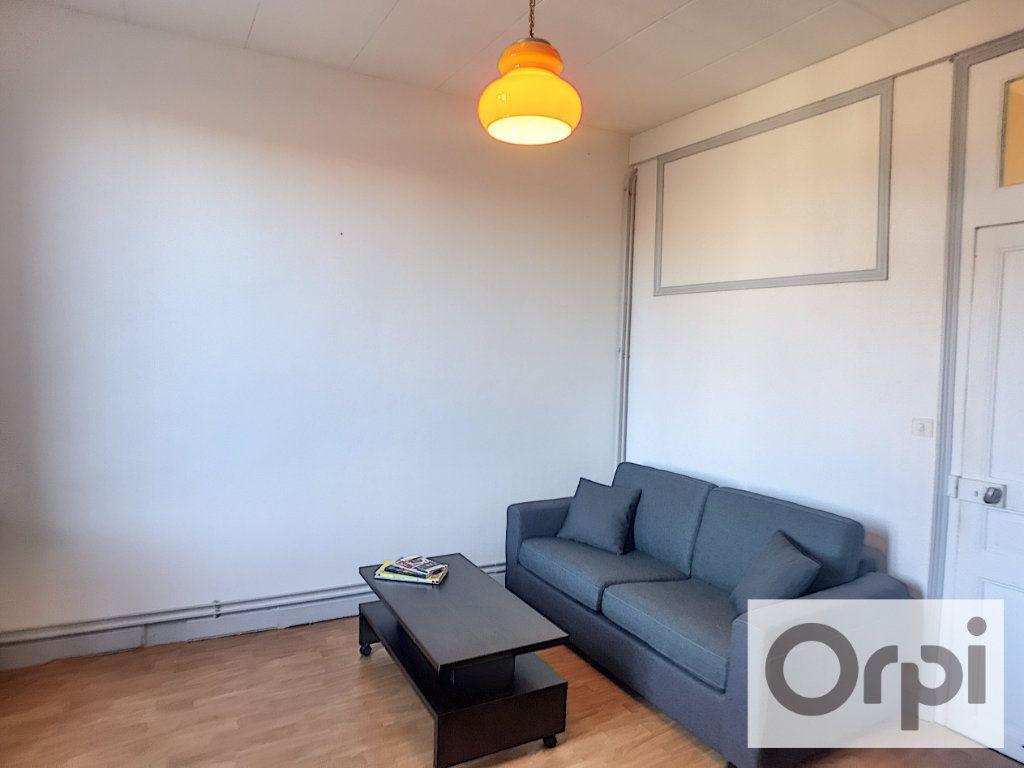 Appartement à louer 1 28.82m2 à Montluçon vignette-2