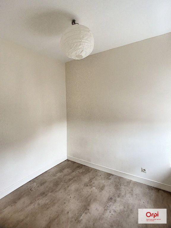 Appartement à louer 1 31.4m2 à Montluçon vignette-2