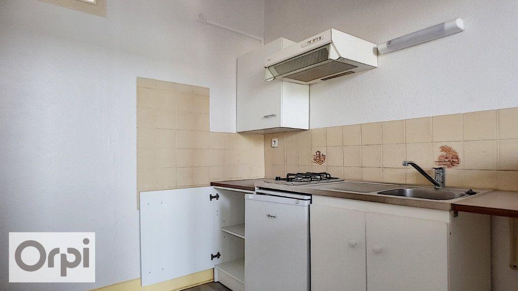 Appartement à louer 2 38.5m2 à Montluçon vignette-2