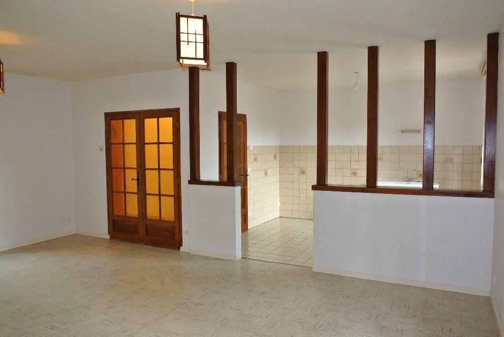 Appartement à louer 4 91.66m2 à Montluçon vignette-1