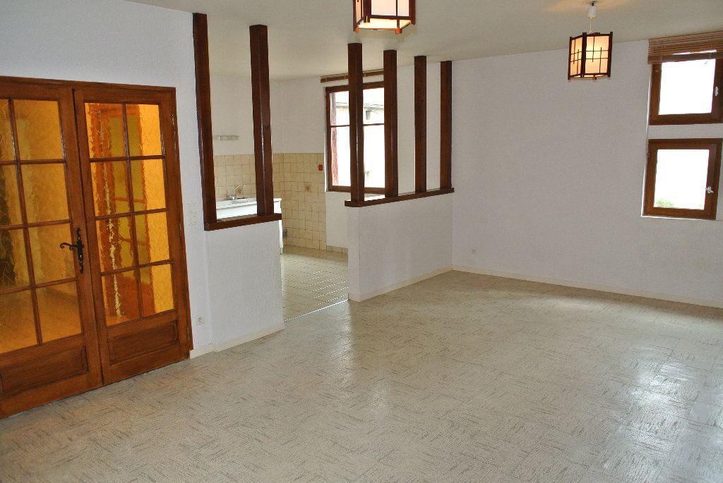 Appartement à louer 4 91.66m2 à Montluçon vignette-2