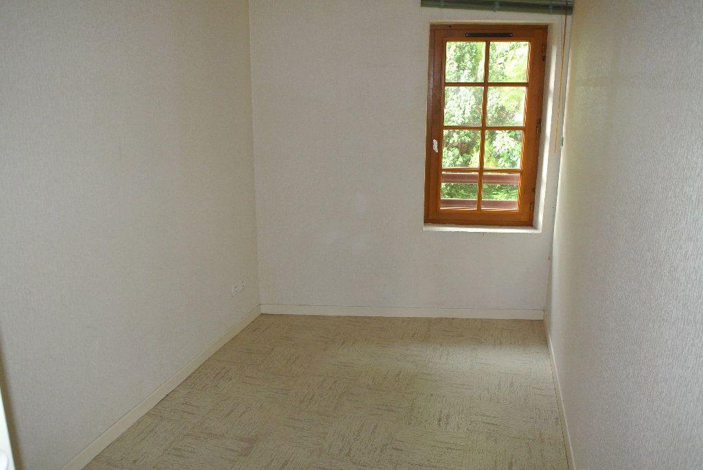 Appartement à louer 4 91.66m2 à Montluçon vignette-3