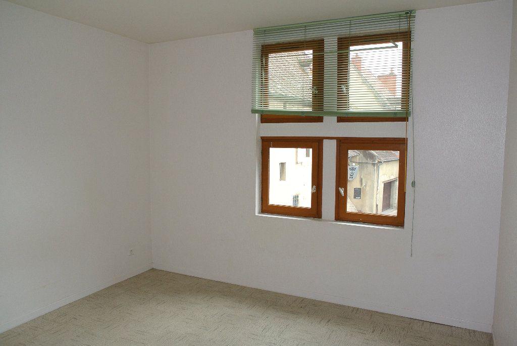 Appartement à louer 4 91.66m2 à Montluçon vignette-4