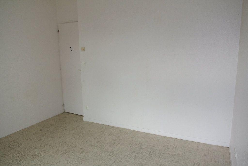 Appartement à louer 4 91.66m2 à Montluçon vignette-5