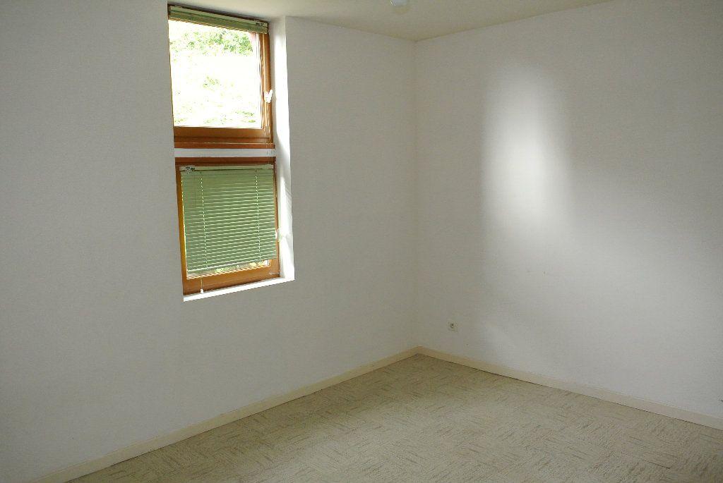 Appartement à louer 4 91.66m2 à Montluçon vignette-6