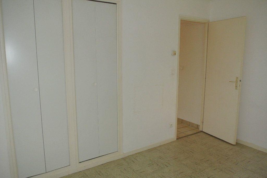 Appartement à louer 4 91.66m2 à Montluçon vignette-7