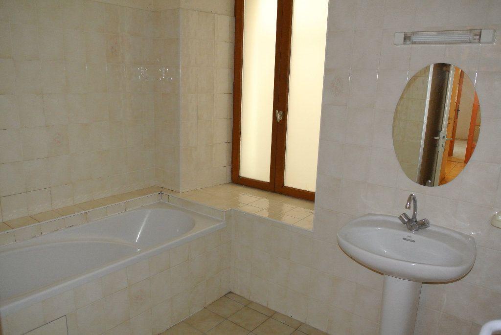 Appartement à louer 4 91.66m2 à Montluçon vignette-8