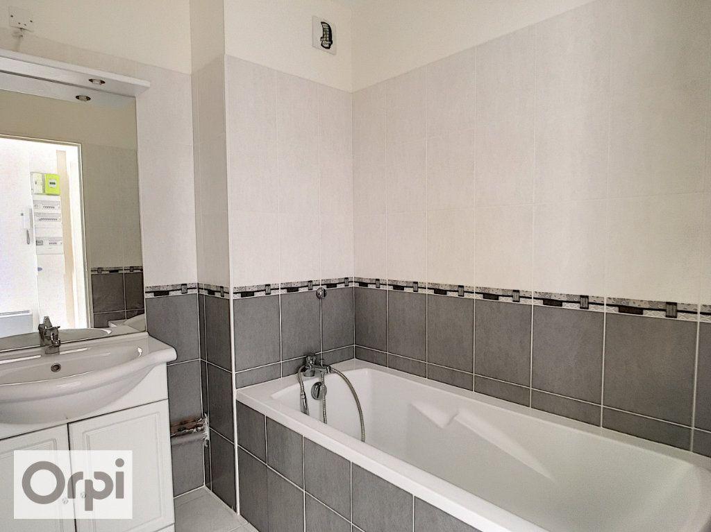 Appartement à louer 2 36.68m2 à Montluçon vignette-4