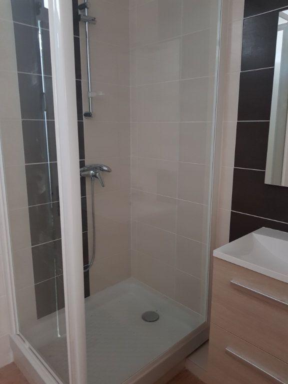 Appartement à louer 4 68m2 à Montmarault vignette-7