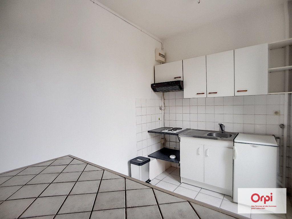 Appartement à louer 2 31m2 à Montmarault vignette-1