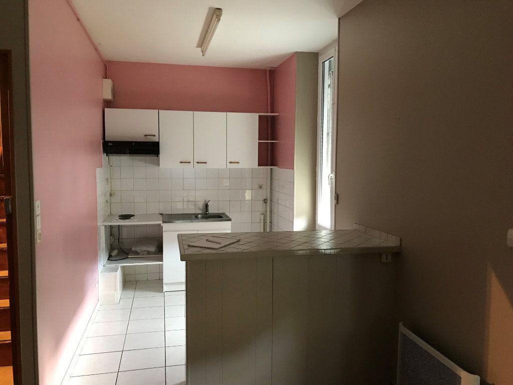 Appartement à louer 2 31m2 à Montmarault vignette-2