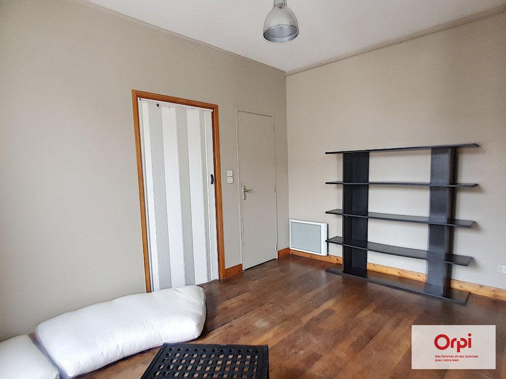 Appartement à louer 2 31m2 à Montmarault vignette-3