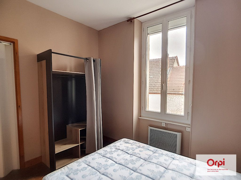 Appartement à louer 2 31m2 à Montmarault vignette-4