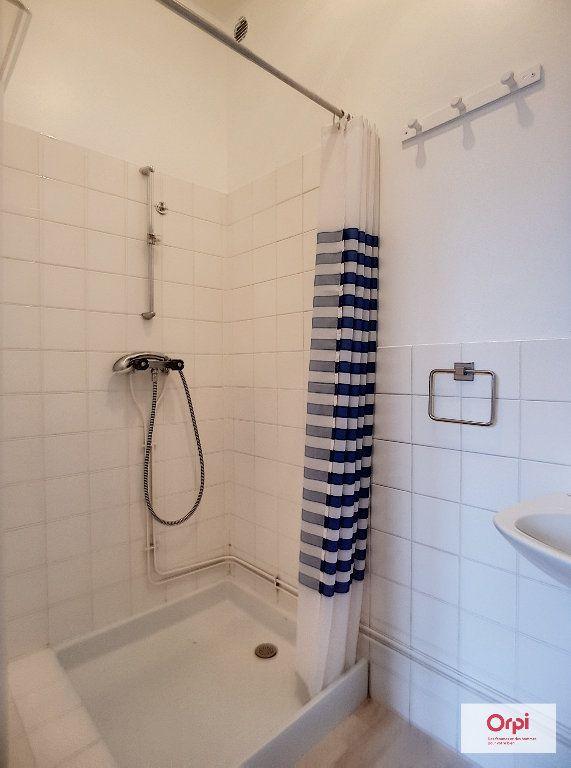 Appartement à louer 2 31m2 à Montmarault vignette-5